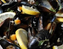 Black sea blue mussels with white wine