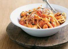 Спагети с черноморски бели миди и домати